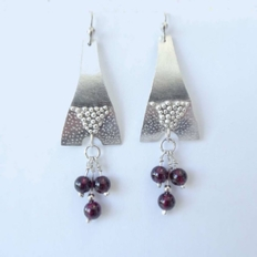 ST1256 Argentium earrings with Garnets