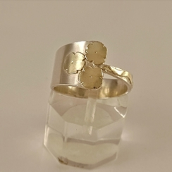 ST427 silver ring with 3 gold flowers