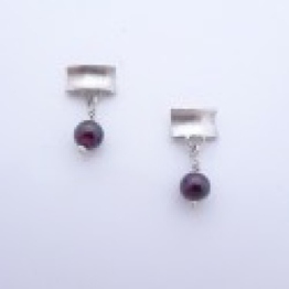 ST738 Silver & Garnet earrings